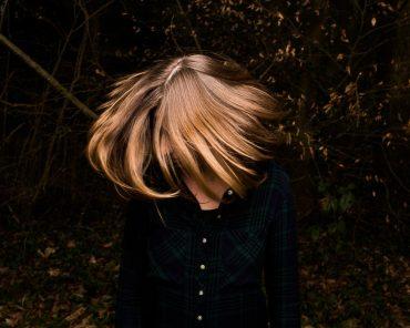 Ayer Photographe portrait au flash de studio prophoto en mode automnale