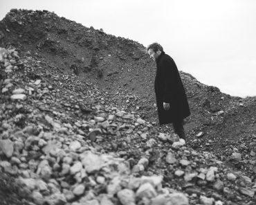 Ayer photographe portrait d'un réalisateur de films documentaires expérimentaux