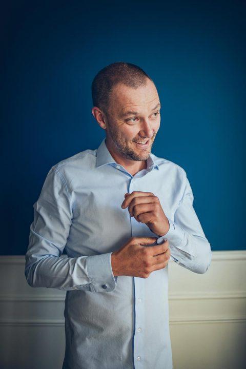 Mariage capteur d'emotion clichés precieux moderne saisir instant decisif chemise homme